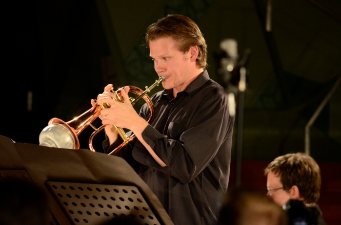 Tristram Williams, Performing with the ELISION Ensemble, RMIT Storey Hall. Photo: Vicki Jones