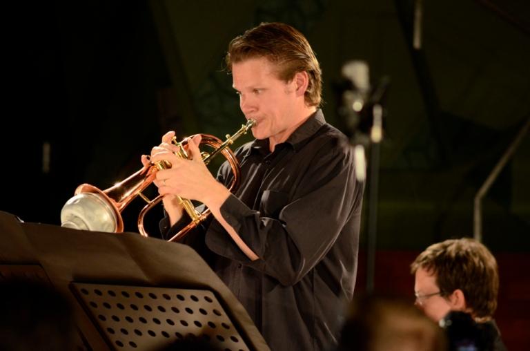 Tristram Williams, Performing with the ELISION Ensemble, RMIT Storey Hall. Photo: Vicki Jones